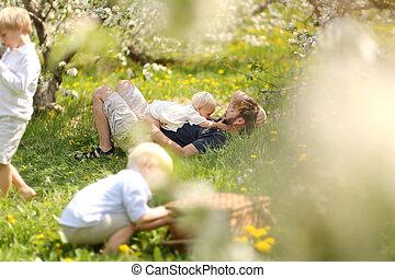 花, ピクニック, 果樹園, 弛緩, 父, 3人の子供たち