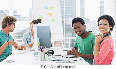 芸術家, 平机で働く, 中に, 創造的, オフィス