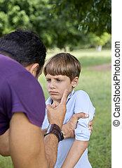 若い人々, そして, 困難, 親であること, 混乱, 父, 叱ること, おびえさせている, 息子, 間, 保有物,...