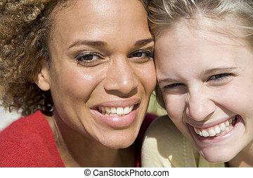 若い女性たち, ポーズを取る, 2, 屋外で
