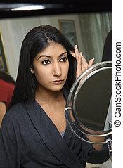 若い女性, ちょっと立ち寄る, 鏡。
