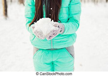 若い女性, ∥で∥, 雪