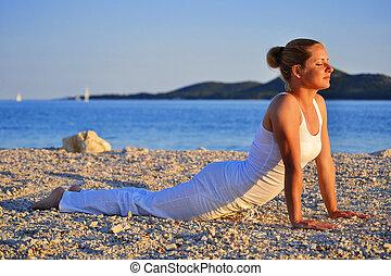 若い女性, の間, ヨガ, 瞑想