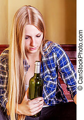 若い女性, アルコール, びん, 酔った