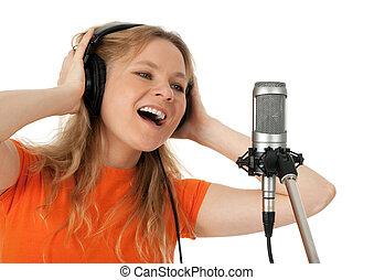 若い女性, 中に, オレンジtシャツ, 歌うこと, ∥で∥, ∥, マイクロフォン