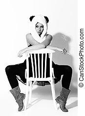 若い女性, 中に, パンダ, スーツ, 喫煙, 上に, a, 椅子