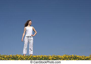 若い女性, 中に, 花が咲く, フィールド
