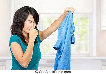若い女性, 保有物, 汚い服