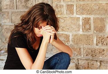 若い女性, 祈ること