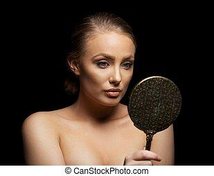 若い女性, 賞賛, 彼女, 美しい, 皮膚, 中に, a, 鏡