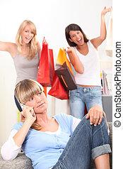 若い女性, 電話, ∥ように∥, 彼女, 友人, 入って来なさい, ∥で∥, 袋, の, 小売り, 購入