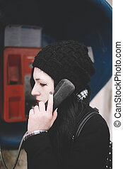若い女性, 電話