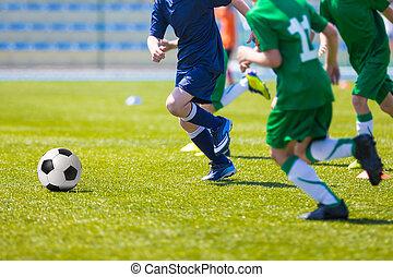 若い少年たち, サッカーをする, フットボールマッチ
