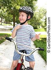 若い少年, 自転車で