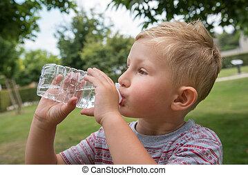 若い少年, 飲料水