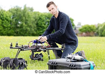 若い, エンジニア, 準備, スパイ, 無人機, パークに