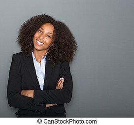 若い, ビジネス 女, 微笑, ∥で∥, 交差する 腕