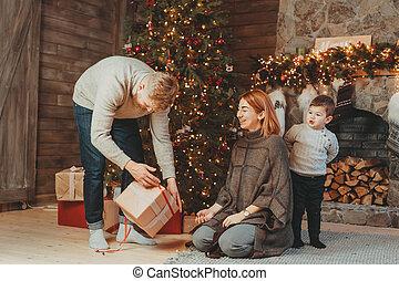 若い, 息子, 暖炉, 家族, お父さん, お母さん, クリスマスツリー, コーカサス人