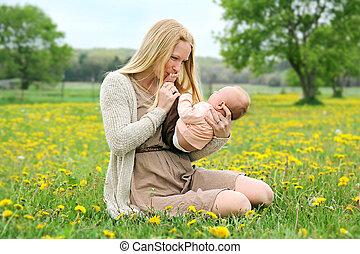 若い, 新生, 外, 母, 赤ん坊, 遊び, 幸せ