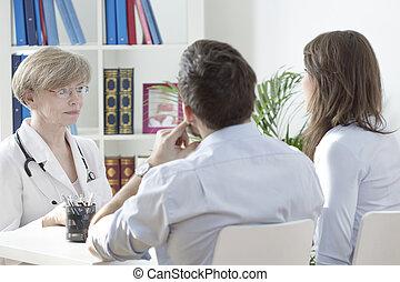 若い, 結婚, ∥において∥, 医者の オフィス