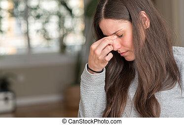 若い, 美しい女性, 家で, 疲れた, 摩擦, 鼻, そして, 目, 感じ, 疲労, そして, headache., ストレス, そして, 欲求不満, concept.