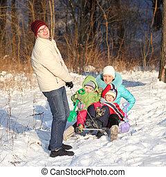 若い, 雪, 家族 場面