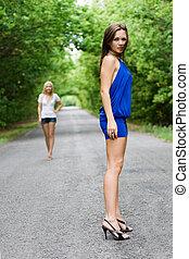若い, 2人の女性たち