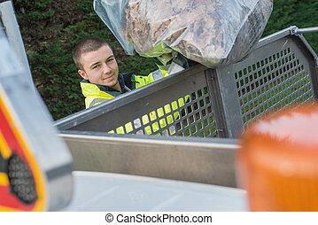 若い, dustman, 届く, ゴミ袋
