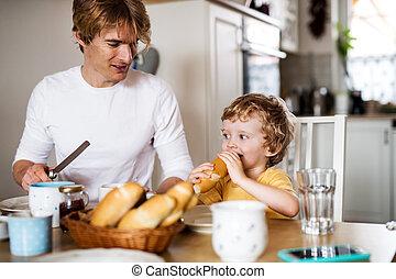 若い, home., 父, 食べること, 屋内, 朝食, よちよち歩きの子, 息子