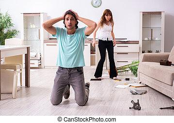 若い1対, 住居侵入, 後で, 見いだされた, 家, robbed, 強盗, ∥(彼・それ)ら∥