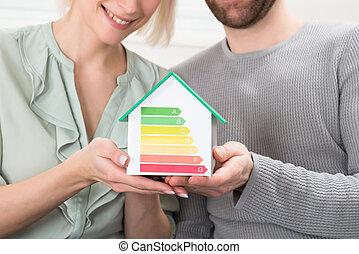 若い1対, 提示, エネルギー, 効率, レート, 上に, 家, モデル