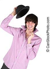 若者, ∥で∥, 黒い帽子, 中に, 上に手, 白