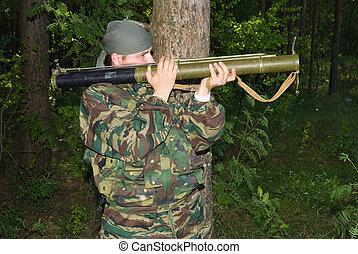 若者, 中に, a, カモフラージュ, 撃つ, から, a, 擲弾発射筒