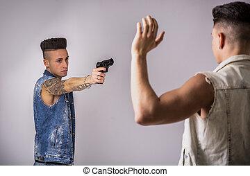 若者, 指すこと, a, 銃, へ, もう1(つ・人), 人