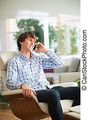 若者, 話し続けている携帯電話