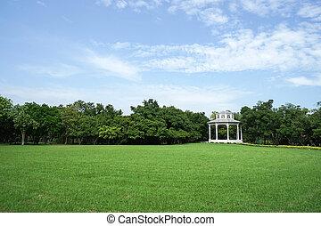 英国人, 亭子, 在中, the, 绿色的公园, 带, 蓝的天空