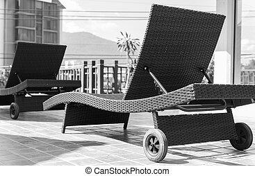 茶色の椅子, 藤, よりかかる