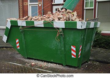 荷を積まれる, dumpster