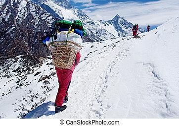 荷を積みなさい, ネパール, 重い, ポーター