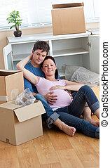 荷を解くこと, の間, 家, 箱, 床, 親, ∥(彼・それ)ら∥, 新しい, 弛緩, 壊れなさい, 後で, 未来