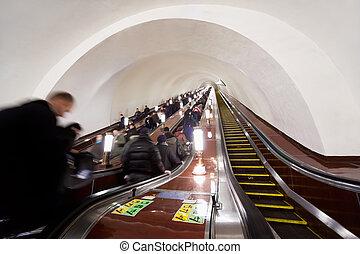 莫斯科, -, 3月, 23:, 人們, 上, 電梯, ......的, metro站, komsomolskaya, 上, 3月, 23, 2010, 在, moscow.