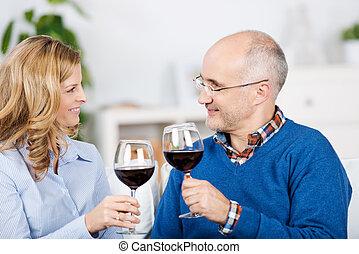 葡萄酒杯, 夫婦, 看, 當時, 其他, 每一個, 敬酒, 紅色