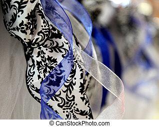 蓝色, 同时,, 黑色, 缎子, 带子