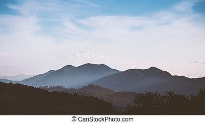 藍色的山, 天空, 多雲, 範圍, 有霧