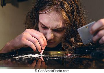 藥物, 沉迷, 青少年男孩, 藏品, a, 滾動, 帳單, 當時, 噴鼻息