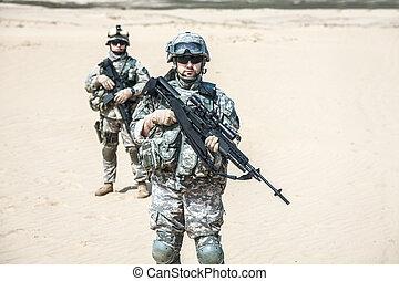 行動, infantrymen