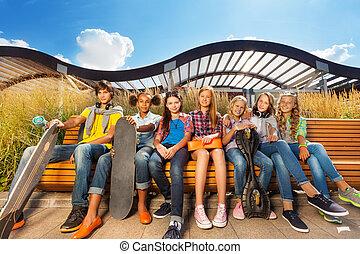 行, ......的, 孩子, 一起, 上, 長凳, 握住, 滑板