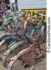 行, ......的, bicycles, 在, a, 週期, 架子