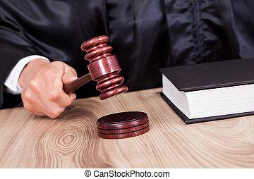 裁判官, マレ, 法廷