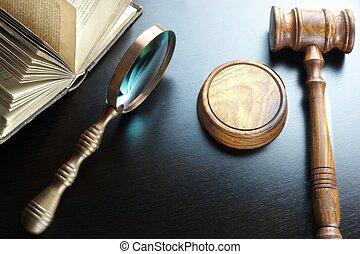 裁判官, 古い, 本, 黒, テーブル, magnifier, 小槌